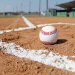 バッターボックスと野球ボール