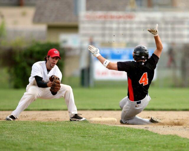 二塁盗塁クロスプレー