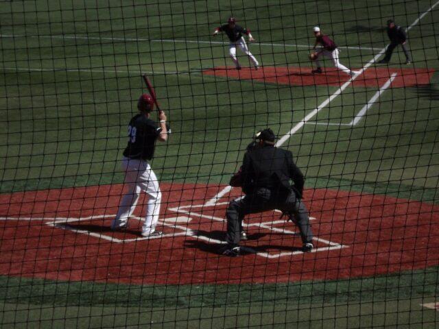 バックネットから一塁方向を見た景色