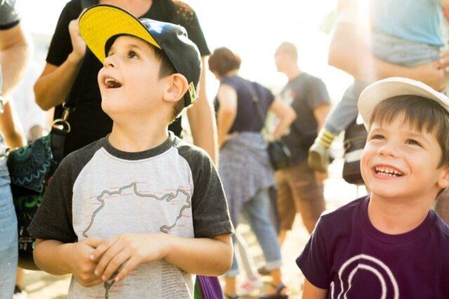 笑顔の野球少年