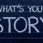 黒板に描かれた「あなたのストーリーは?」というメッセージ