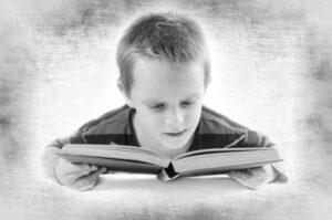 本を読む男の子のイメージ